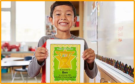 Student holding up Reading Eggs certificate